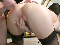 UK milf cumsprayed on her tight arse